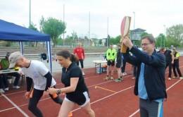 Start zum 24-Stunden-Staffellauf durch Oberbürgermeister Dr. Bruns
