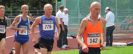 Schnelle Rennen im Weserstadion bei der Senioren-DM, über 1500 m (M50) mit Ralf Schwan (776)