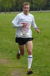 Marcel Bräutigam, hier 2012 bei seinem Marathonsieg, ist Favorit beim Halbmarathon