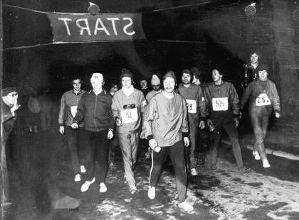 1975 Schröder verabschiedet HSG Laufguppe2
