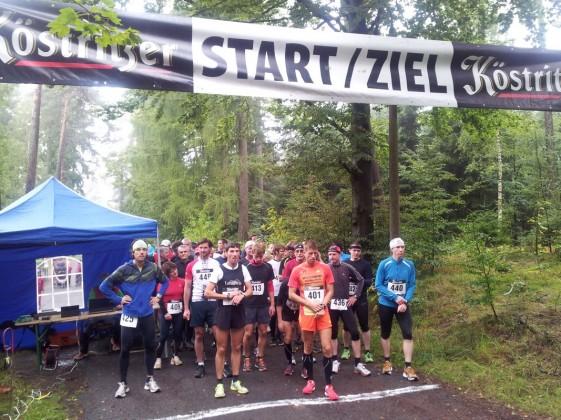 Start zum Bärenfanglauf, mit der 401 der Sieger Timo Gieck, mit der 409 die Siegerin Katrin Enders