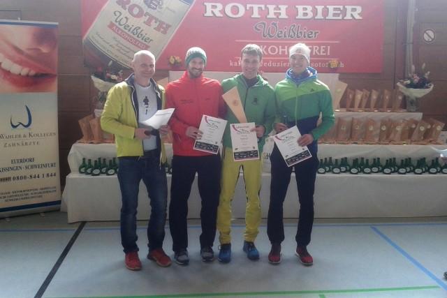 Ehrung der 10-Kilometer-Läufer mit Sieger Denny Holland-Moritz (2v.r.)