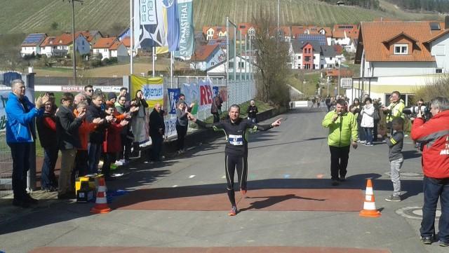 Wolf Jurkschat bei seinem Zieleinlauf im Marathon