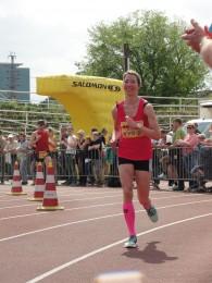 Juliane Heinze beim Zieleinlauf