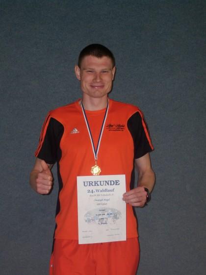 Christoph Weigel gewinnt zum 1. Mal den Veilsdorfer Waldlauf