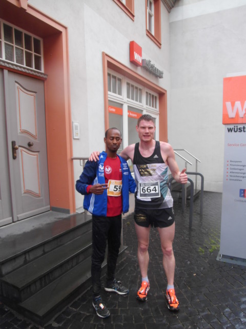 Die beiden Sieger des Hauptlaufes: Samsom Tesfazghi Hayalu (links) und Christoph Weigel (rechts)