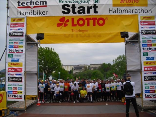 2012 starteten 40 Läuferinnen und Läufer zum 40. GutsMuths-Rennsteiglauf zu einem gemeinsamen Lauf über die Halbmarathonstrecke in Oberhof.