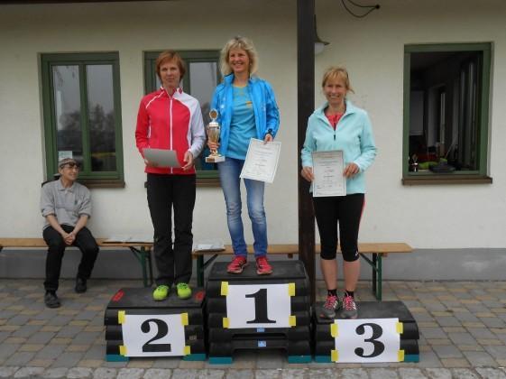 Siegerehrung der Frauen mit Gesamtsiegerin Silvia Bärwolf