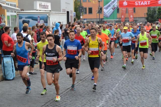 Start 10 Kilometer mit Sieger Philipp Reinhardt (2636)