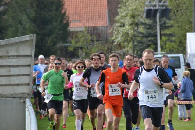 Starterfeld mit den drei Siegern Lydia Walther (245), Adrian Panse (255) und Sebastian Rosenbaum (144)