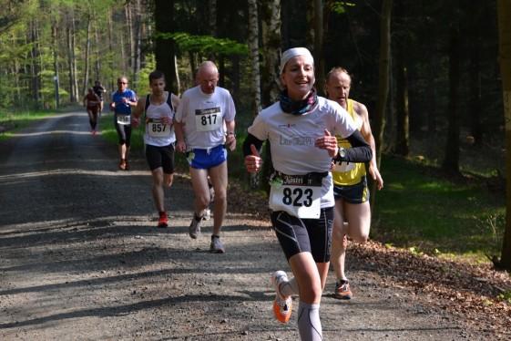 Nicole Kruhme läuft mit den schnellen Männern den Berg hinauf