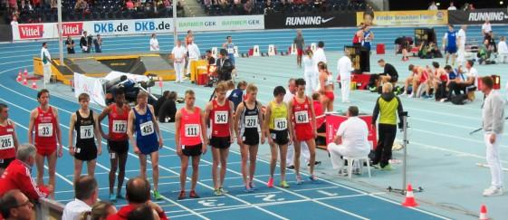 Startaufstellung der 3.000m - Rico Schwarz (343)