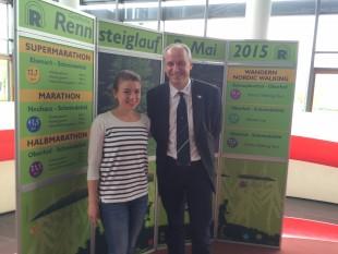 Mit einem Lächeln auf den Lippen - Die 21-jährige Studentin Elke Fiedler und Traditionsläufer Jens Panse