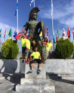 Finisher-Feier an der Statue von König Leonides (Foto Ricarda Bethke)