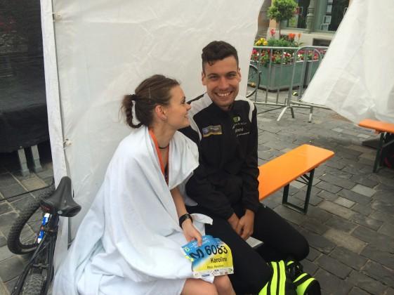 Marthonsieger Vincent Hoyer und Karoline Robe im Ziel.