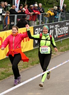 Heike Fritzlar beim Zieleinlauf des Rennsteigssupermarathons