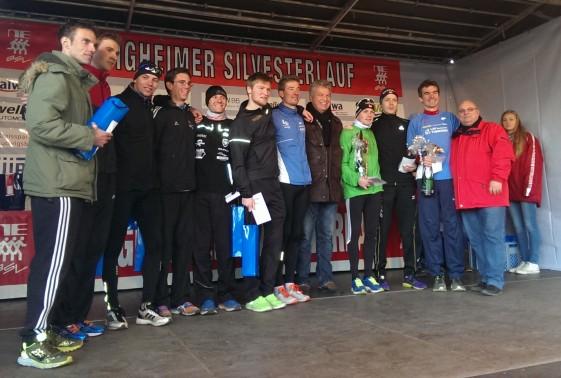 Die besten 10 Läufer bei der Siegerehrung