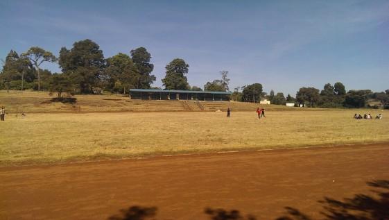 Laufstadion in Iten mit Aschenbahn, zwischen 404-410 m lang, weiß keiner so genau... Kenia halt ;)