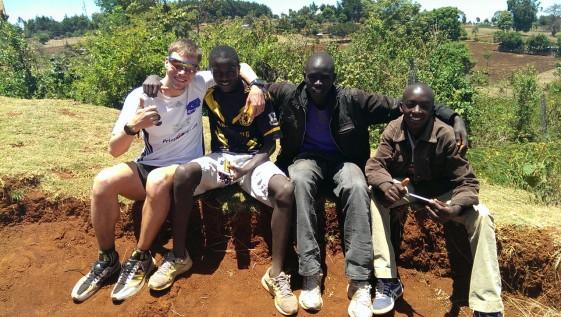 Foto gemeinsam mit einheimischen Jugendlichen