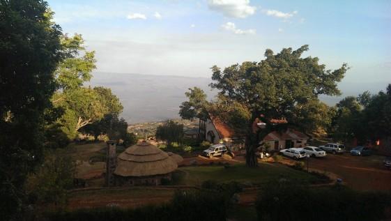 Blick auf unsere Anlage mit dem Restaurant und Blick auf den Nationalpark
