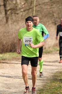 Raimund Krause vom LV Einheit Greiz wird in 47:21 Minuten M75-Sieger, gewinnt in seiner AK auch am nächsten Tag die TLM im Halbmarathon (1:51:48 h) in Apolda