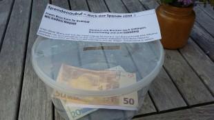 """Die mitgeführte Spendenbüchse diente der Aufnahme von """"Spontan-Spenden"""" unterwegs."""