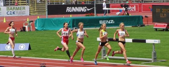 Vorlauf über 1.500m mit Astrid Hartenstein (938)