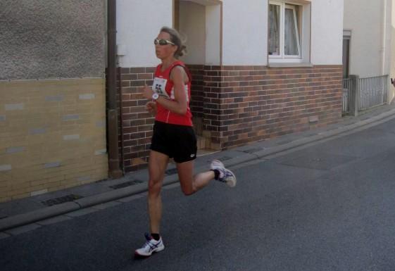 Juliane Heinze erkämpft sich eine Woche nach den Elstertalmarathon ihren zweiten Sieg