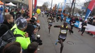 Die beiden Kenianer Dickson Kurui und Shedrack Kimaiyo machten das Rennen unter sich aus