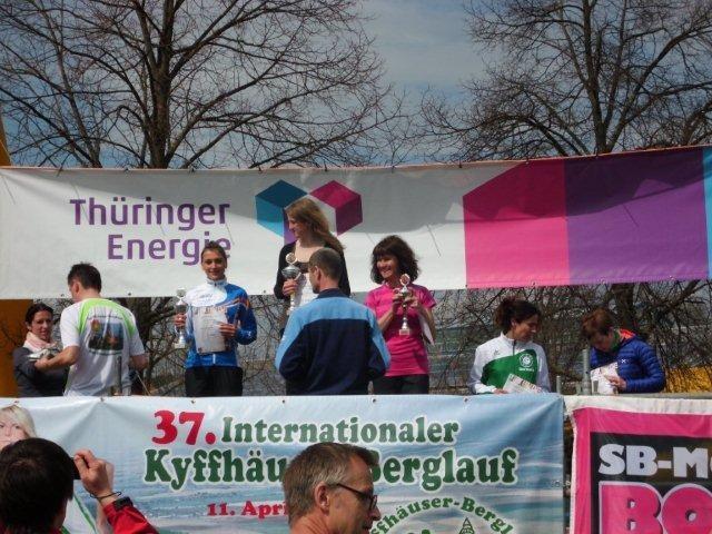 Das Podium der Damen beim Halbmarathon