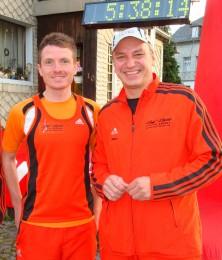 Marcel Knape mit USV Präsident Jens Panse vor dem Start zum Staffellauf