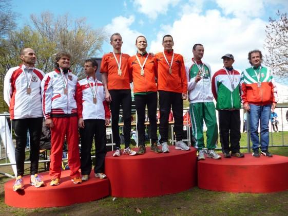 Team-Siegerehrung M45 im Crosslauf: Deutschland gewinnt vor Ungarn und Österreich