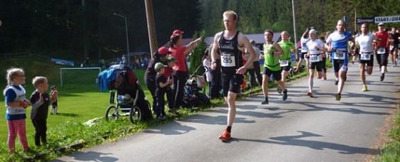 Start zum Halbmarathon beim 36. Lange-Bahn-Lauf