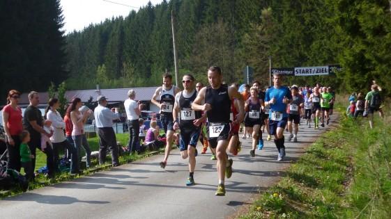 Martin Militzke (24) und Michael Herr (127) am Start über 10 Kilometer bereits vorn dabei