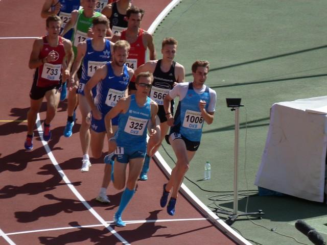 Sebastian Keiner (rechts) im 1500 m Finale neben Florian Orth