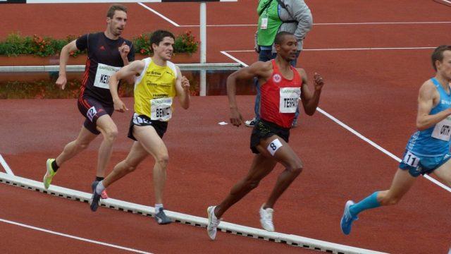 Sebastian Keiner, eingangs der Zielgeraden an vierter Stelle liegend, kann im Kampf um die Medaillen nicht eingreifen