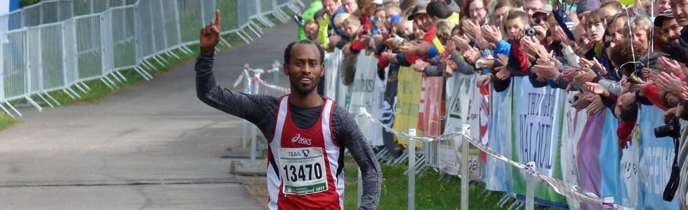 Rennsteig-Halbmarathon: Neue Sieger, enttäuschte Favoriten und ein Streckenrekord