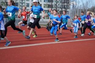 Kinder und Erwachsene hatten beim Halbstundenpaarlauf ihren Spaß (Foto: Anke Schmidt)