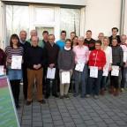Die Sieger im 8. Erfurter LaufCup vor der Unisporthalle