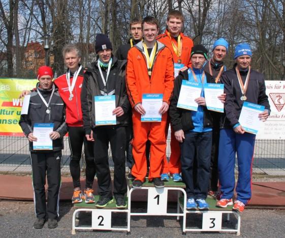 Tobias Henkel, Marcel Knape und Christoph Weigel (Mitte) sicherten den ersten Mannschafts-Landesmeistertitel im Halbmarathon für den USV Erfurt