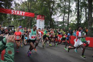 Am Start gab es ein dichtes Gedränge mit den Staffelläufern. Eine Startblockaufstellung gibt es in Kassel nicht.