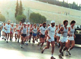 Start zum 1. Spartathlon 1983, damals noch im alten Olympiastadion. 15 Männer und 1 Frau erreichten das Ziel.