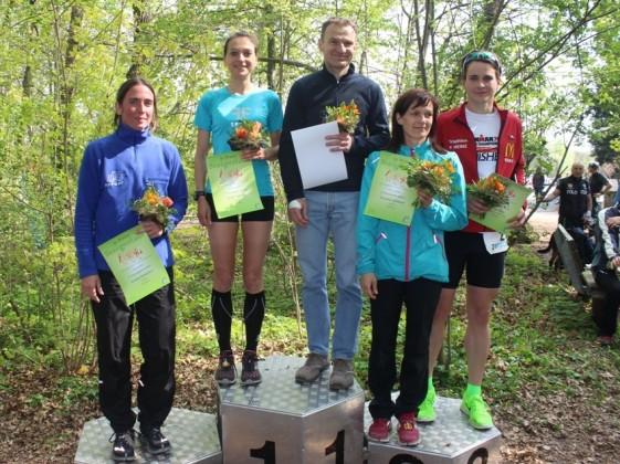 Gemischte Siegerehrung von Frauen- und Männersiegern (es fehlt Christoph Weigel)