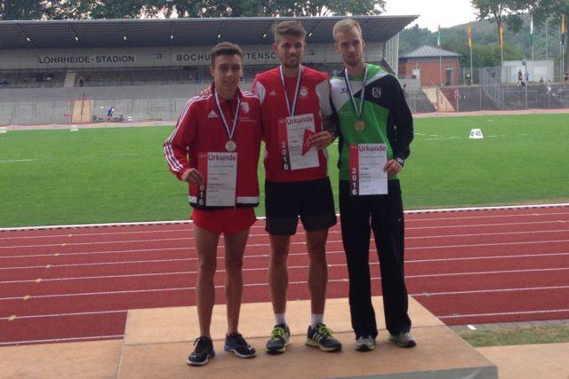 Siegerehrung 3000 Meter Hindernis mit Philipp Reinhardt (li.), der sich als Titelverteidiger auch über Rang 2 freuen kann