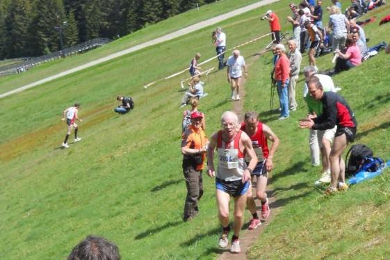 Martin Wahl, hier bei der Berglauf-WM am Schlussanstieg, kann von drei internationalen Meisterschaften 6 Medaillen nach Hause nehmen