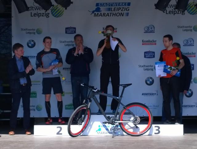 Siegerehrung der Männer beim Halbmarathon (v.l.n.r. Roy Meingast, Sebastian Nitsche, André Fischer)