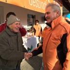 Waldemar Pidde erhält Gratulationen