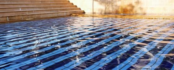 Beim Aquajogging bremst nicht Gegenwind sondern der Wasserwiderstand.