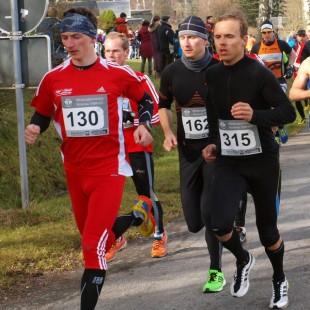9,3-km- Sieger Sebastian Schlott (162) nach dem Start noch in Lauerstellung