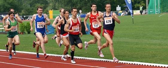 Remo Reichel führt das Läuferfeld über 800 Meter an. Am Ende musste er sich nur Robert Schulte (727) geschlagen geben.